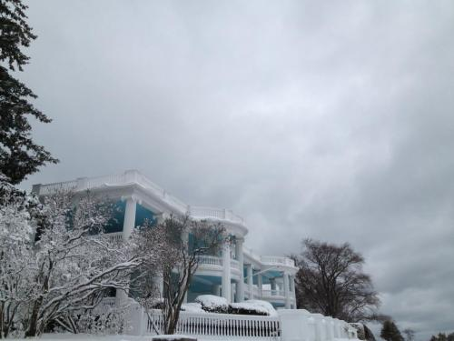 The Baby Grand - an East Bluff cottage.  (Photo: Mackinac Island Winters)