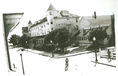 The Lakeview Hotel in 1938.