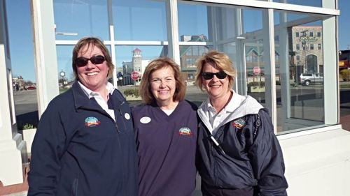Cindy, Sue and I.  600+ ladies off the Island, 800+ ladies onto the Island - plus about 10 packed tour buses.  It was a busy morning on the ferry dock!