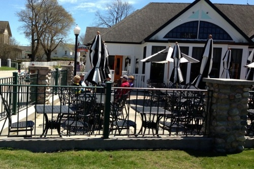 I was back on the Island by 2:00 and heading home past The Gate House.  The weather has warmed to the point that a few folks were eating outside on the patio!