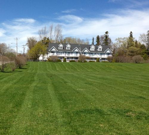 A front view of Surrey Ridge Condos