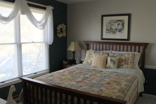 Second floor guest room