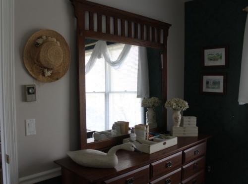 Seconf floor guest bedroom (2)