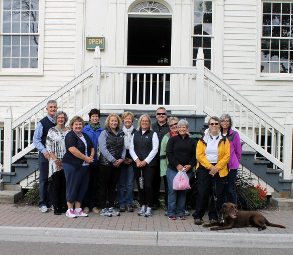 On Thursday a group of blog readers who were all on the island at the same time gathered in front of the Stuart House for a group photo. (l-r): Rodd and Vicki (Georgia), Yvonne (Iowa), Kem (Iowa), Pam (Oio), me, Denice (California), Mike and Pam (Ohio), Kate (Indiana) Sue and Buzz - the Chocolate Lab (Michigan) and Jill. What fun for everyone to get together and put faces with names! Let's do this again next year - maybe at Sadie's!! (Photo: Ted)